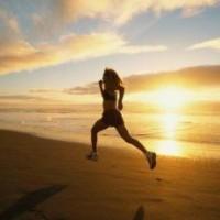 pictureb_6735_women_running_beach_sunrise1